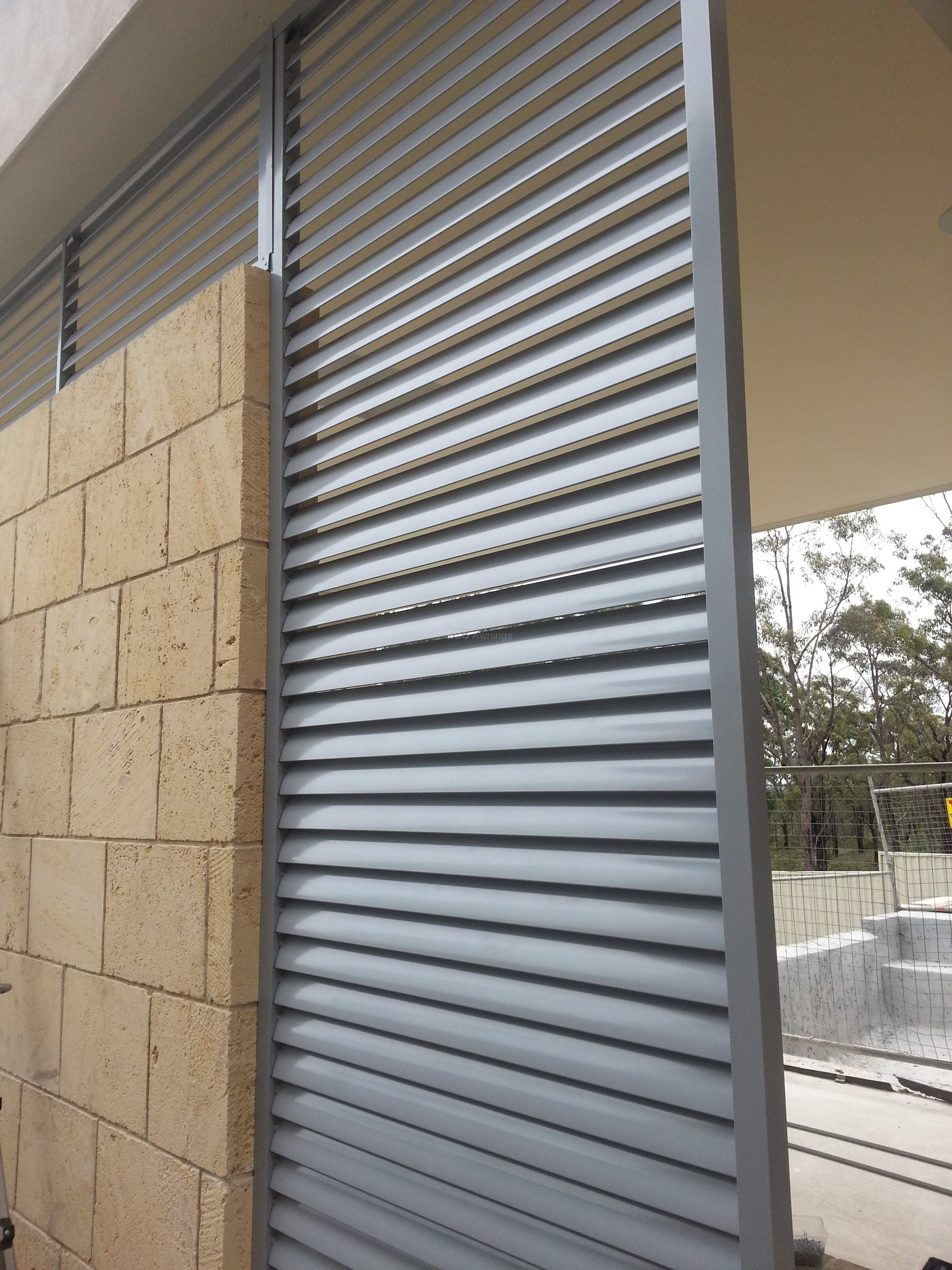 Louver Screen Wall : Privacy screen louvers with fixed welded in a