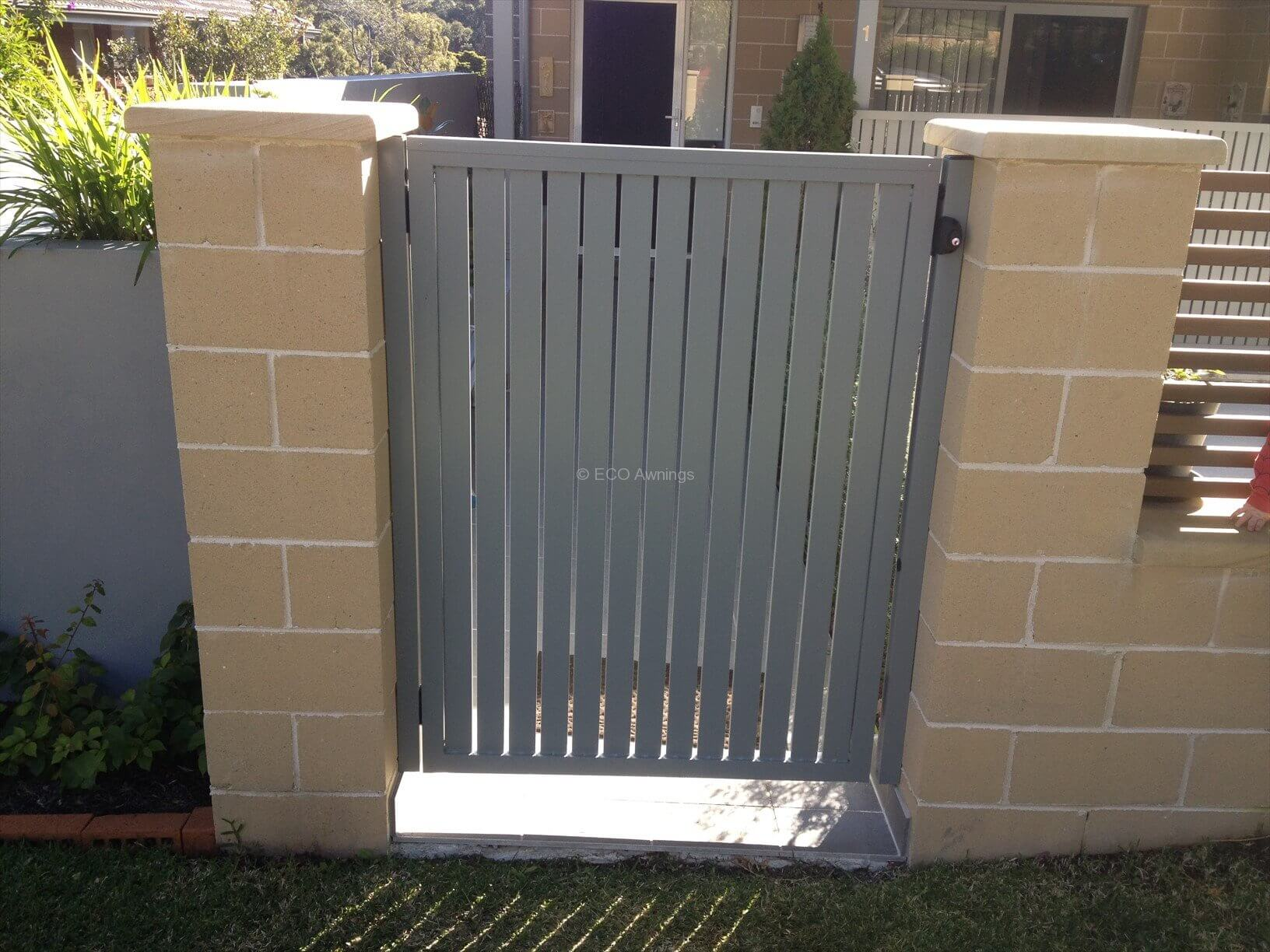 Gate with slats