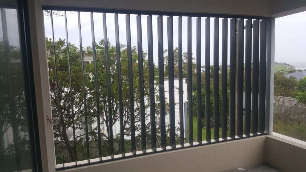 Privacy Screen With Adjustable 160mm Vertical Louvers