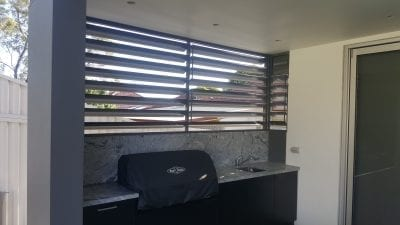Privacy Screen with Adjustable 160mm Louvres
