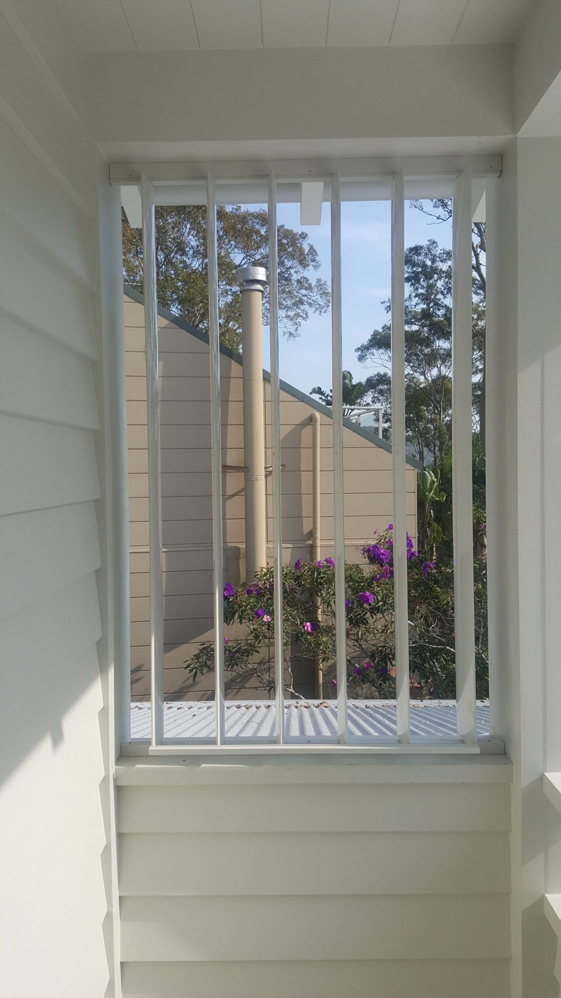 Privacy Screen With Vertical Adjustable 160mm Louvres