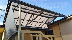 Gable Roof_Twin wall Polycarb with End cover  e1732_1 smll