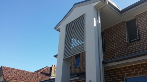 Privacy louver screen
