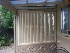 Vertically privacy screen