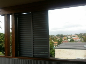 Sliding privacy Louvers