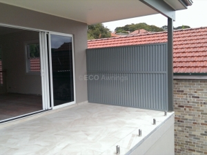 Vertically privacy screen Louvers